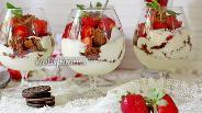 Фото рецепта Десерт с клубникой и йогуртом