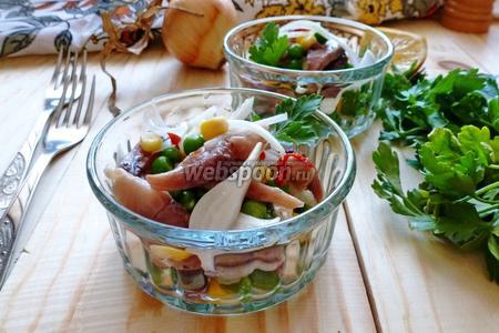 Салат-закуска из копчёной сельди, горошка и кукурузы
