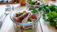 Фото рецепта Салат-закуска из копчёной сельди, горошка и кукурузы