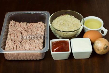 Для приготовления тефтелей в мультиварке нам понадобится мясной фарш (любой на ваше усмотрение), рис, кетчуп, сметана, лук, соль, перец, сахар, подсолнечное масло.