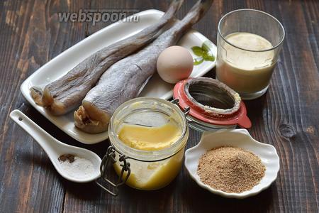 Для работы нам понадобится путассу, сметана,  панировочные сухари, масло топлёное, соль, перец, яйцо.