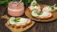 Фото рецепта Бутерброды с икрой мойвы, яйцом и свежим огурцом