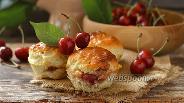 Фото рецепта Булочки с черешнями