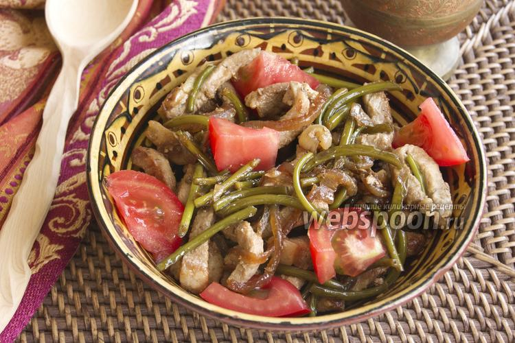 Фото Тёплый салат со стрелками чеснока