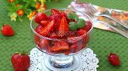 Фото рецепта Салат из клубники с перцем и бальзамическим уксусом