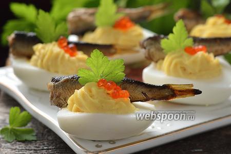 Фаршированные яйца с икрой и шпротами