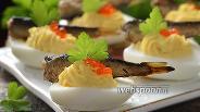 Фото рецепта Фаршированные яйца с икрой и шпротами