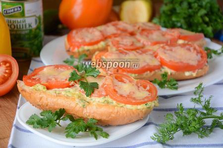 Горячие бутерброды с сыром и помидорами