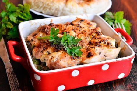 Курица запечённая с гавайской смесью и грибами