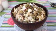 Фото рецепта Салат с морской капустой, горошком и яйцом