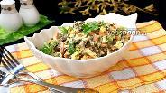 Фото рецепта Салат с морской капустой, колбасой и сыром