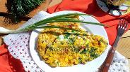 Фото рецепта Омлет с помидором и сулугуни