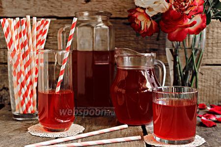 Холодный чай с ревенем и мятой