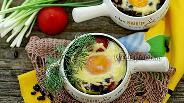 Фото рецепта Чёрная фасоль с грибами и яйцом