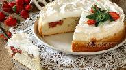Фото рецепта Клубничный пирог с меренгой