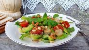 Фото рецепта Салат из морских гребешков и креветок