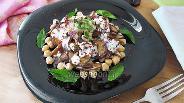 Фото рецепта Салат из баклажанов и нута с финиками
