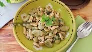 Фото рецепта Тушёные конские бобы с куриной грудкой