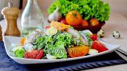 Фото рецепта Салат с курицей и йогуртом