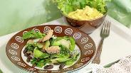 Фото рецепта Тёплый салат с индейкой, чёрной фасолью и капустой пак-чой