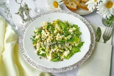Салат из свежего кабачка и сыра