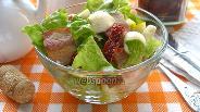 Фото рецепта Салат с беконом, томатами и Моцареллой
