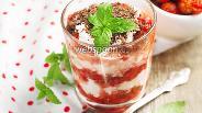 Фото рецепта Творожный десерт с клубникой