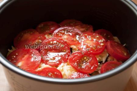 Укладываем помидоры. Солим, посыпаем тимьяном.