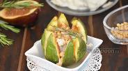 Фото рецепта Инжир, запечённый с сыром Горгонзола и кедровыми орехами