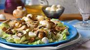 Фото рецепта Салат с тунцом, Моцареллой и шампиньонами