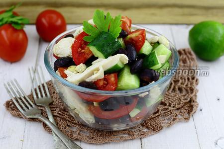 Салат с чёрной фасолью и помидором