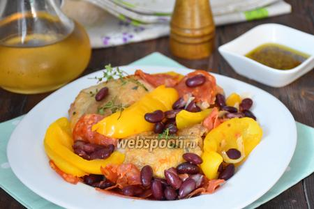 Курица с красной фасолью и пикантной салями