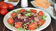 Фото рецепта Салат с куриной печенью и красной фасолью
