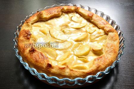 Яблочный пирог Вульфов готов. Даём ему полостью остыть и приступаем к дегустации!