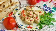Фото рецепта Рулет из лаваша с козьим творогом и авокадо
