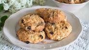 Фото рецепта Печенье с клюквой, изюмом и вишней