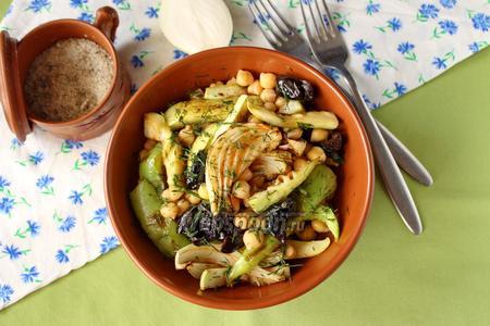 Фото рецепта Салат из нута с печёными овощами