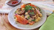 Фото рецепта Салат из помидоров с нутом и баклажанами