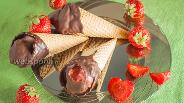 Фото рецепта Клубничное мороженое в шоколаде