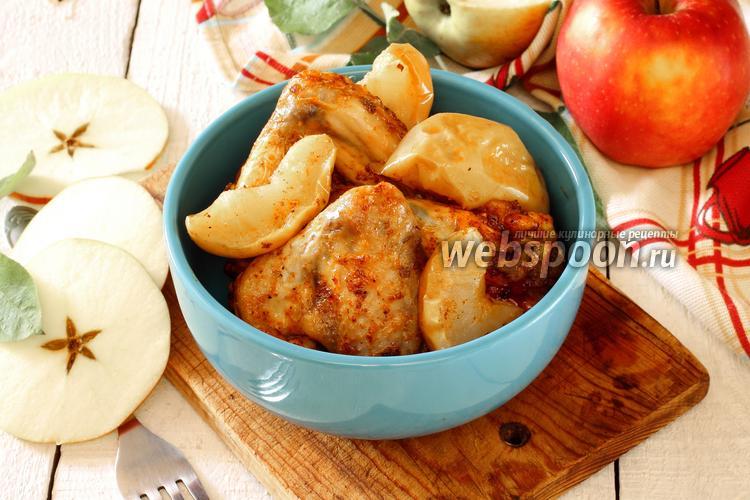 Фото Курица с яблоками в мультиварке