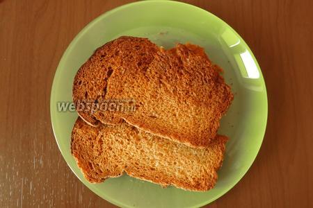 Сушим сухари, 2 ломтика хлеба, при 200°С до золотистого цвета.