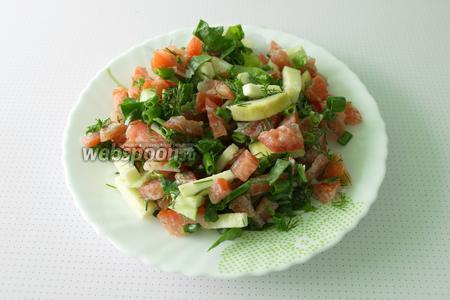 Пришло время подготовить красивую посуду, если кушать с красивой тарелки, то и блюдо будет вкуснее. А если ещё и стол красиво сервировать, то и настроение улучшится. Этот салат можно подать к мясу, хотя можно употреблять как самостоятельное блюдо. Приятного аппетита!