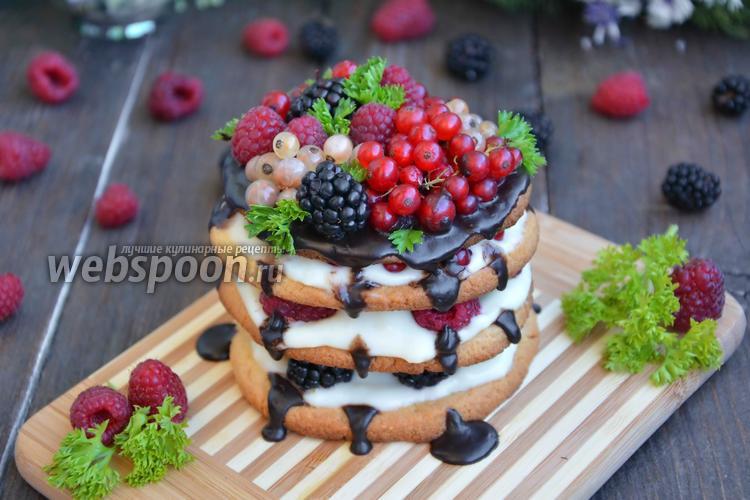 Фото Песочное пирожное с ягодами и кремом