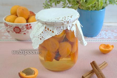 Консервированные дольки абрикосов