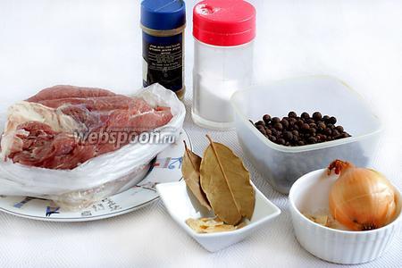 Для того, чтобы приготовить мясо для бутербродов, возьмём мякоть говядины, лучше молодого животного, сушёный чеснок пластинками или свежий, луковицу, сушёные коренья, перец чёрный горошком, красный перец, соль по вкусу, лавровый лист.