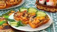 Фото рецепта Горячие бутерброды с колбасой и шампиньонами