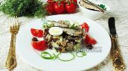 Фото рецепта Салат со шпротами, сухариками и баклажанами