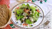 Фото рецепта Салат с йоштой, смородиной и голубым сыром