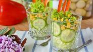 Фото рецепта Овощной салат в стаканах с пекинской капустой