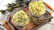 Фото рецепта Салат из вареной капусты, сыра и орехов